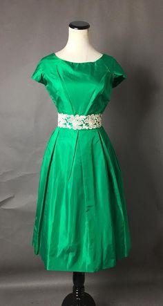1950s Party Dresses, Vintage Dresses 50s, 50s Dresses, Prom Party Dresses, Satin Dresses, Elegant Dresses, Dress Party, Cocktail Dress Prom, Goth Dress