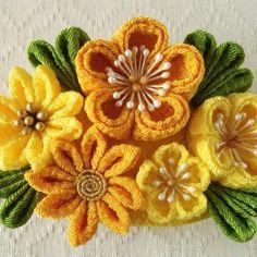 〈つまみ細工〉梅と小菊のバレッタ(山吹とレモン)