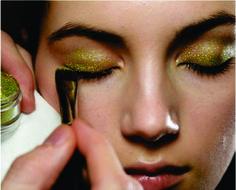 NYFW Fall 2014: Maquiagem Dourada!http://www.fashionfrisson.com/nyfw-fall-2014-maquiagem-dourada/