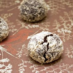 Elise in the Snow and Sun: Diabetes Friendly Chocolate Crinkle Cookies (eggless)