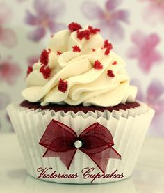 Love the bow idea for wedding or special occasion cupcakes.