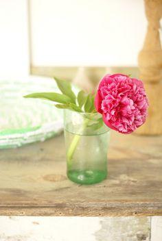 the beauty of one single flower | por wood & wool stool