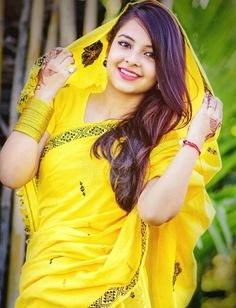 Cutie pie in bright yellow saree aunty images, beautiful saree, beautiful bride, beautiful Beautiful Girl Indian, Most Beautiful Indian Actress, Beautiful Girl Image, Beautiful Saree, Beautiful Ladies, Beautiful Bride, Indian Beauty Saree, Indian Sarees, Beautiful Bollywood Actress