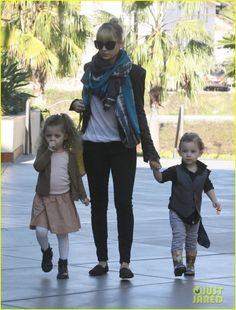 Nicole Richie Shopping at Toys R Us December 24 2011