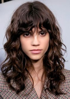 camille charri¨re got the ultimate french girl haircut and 15 curly bangs that prove this 2020 hair trends is hot … Curly Hair With Bangs, Short Hair With Bangs, Hairstyles With Bangs, Curly Hair Styles, Bangs Hairstyle, Braided Hairstyles, Casual Hairstyles, Wedding Hairstyles, Medium Hairstyles