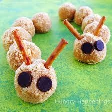Cookie Crumble Cheesecake Caterpillars - Grab your kids and head into the kitchen to make these cute caterpillars from cookie crumbs and cheesecake filling. Halloween Desserts, Halloween Treats, Creepy Halloween, Halloween Party, Halloween Foods, Halloween Carnival, Cute Food, Good Food, Yummy Food