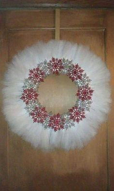 Snowflake wreath made by Pam(Looks like a Swan Lake tutu wreath)could go with Sophie's sugar plum treeVery pretty and perfect for bling lovers!Snowflake wreath - I just love thisCould change it up by changing to red and green Tulle Crafts, Wreath Crafts, Diy Wreath, Holiday Crafts, Burlap Wreaths, Fabric Wreath, Tulle Wreath, Tulle Christmas Trees, Christmas Ornaments