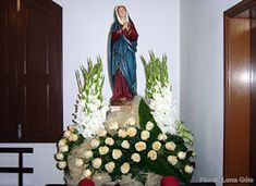 Floral Lena Góis: Agosto 2009 Church Altar Decorations, Diy Sofa, Natural, Flower Arrangements, Christmas Tree, Holiday Decor, Flowers, Home Decor, Catholic