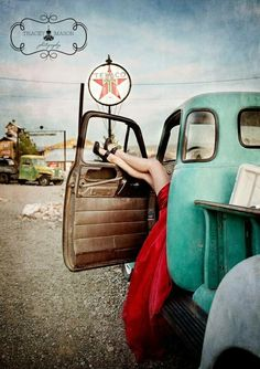 old truck senior girl photography pose idea. Pin Up Auto, Pin Up Car, Mode Rockabilly, Rockabilly Fashion, Pin Up Photography, Boudoir Photography, Modeling Photography, Fashion Photography, Lifestyle Photography