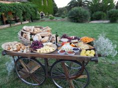 Unique Wedding Catering Ideas for the Big Day – MyPerfectWedding Gourmet Breakfast, Breakfast For Dinner, Catering Food, Wedding Catering, Catering Ideas, Raw Food Recipes, Great Recipes, Buffets, Cheese Table