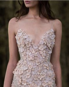 Discovered by h a n n a h. Find images and videos about haute couture, fashion and dress on We Heart It - the app to get lost in what you love. Fashion Mode, Look Fashion, 90s Fashion, High Fashion, Fashion Photo, Paris Fashion, Fashion Details, Couture Fashion, Dress Fashion