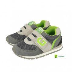 Qué mayor que se ha hecho tu niño...!! Ya va al cole...!!  Estos deportivos de Gioseppo son ideales para ir al cole. Son ligeros y a la moda en gris y verde Del 25 al 30