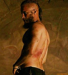 Travis Fimmel as Ragnar gif - Vikings Season 2 (Eye for an Eye) Ragnar Lothbrok, Ragnar Vikings, Travis Vikings, Vikings Show, Vikings Travis Fimmel, Vikings Tv Series, Vikings Season, Painting & Drawing, Viking Series