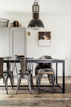 Industrial.  #home #decor #kitchen #dining_room #diningroom #table #metal #industrial #lighting #floors