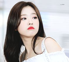 Find images and videos about gif, loona and olivia hye on We Heart It - the app to get lost in what you love. Kpop Girl Groups, Korean Girl Groups, Kpop Girls, Korean Best Friends, Pelo Bob, Uzzlang Girl, Ulzzang Couple, Olivia Hye, Girl Gifs
