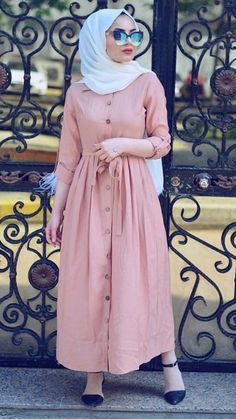 This scarf is a vital part inside apparel of ladies by using hijab. As it is the most important adornment of Muslim Women Fashion, Modern Hijab Fashion, Islamic Fashion, Abaya Fashion, Fashion Outfits, Fashion Muslimah, Modest Fashion, Trendy Outfits, Style Fashion