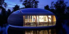 "Giancarlo Zema seorang arsitek asal Italia telah merancang hunian yang sangat ramah lingkungan yang dapat mengambang diatas air. hunian dengan 'The WaterNest 100' tersebut dibangun dengan struktur yang mirip dengan kelopak sirkular dan menyediakan ruang hidup seluas seratus meter persegi.  Konsep rumah ramah lingkungan yang dipresentasikan dengan menggunakan lebih dari 98 persen struktur bangunanya mengguanakan bahan material daur ulang. Selain itu, energi ""The WaterNest 100"" mendapatkan…"