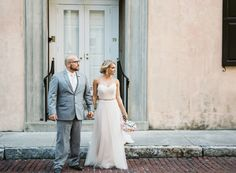 When Elesha & Josh emailed me to ask if I would come with themand some of their closest friends and family to Charleston, SC for an elopement in beautiful White Point Garden, I couldn't be more excited! This is one of my favorite cities on the planet.The couple got ready at cute, historic…