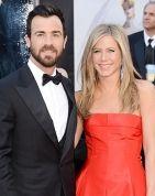 Jennifer Aniston, Fiance Justin Theroux Walk the Oscar Red Carpet Together