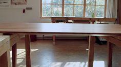 Familie Sommer hat eine Leidenschaft: Massivholz! Aus edlen Hölzern entstehen in der Tischlerei im Westerwald kunstvolle Möbel fürs Leben. Handwerkskunst! zeigt, wie in vielen Arbeitsstunden ein ... http://www.ardmediathek.de/tv/Im-S%C3%BCdwesten/Handwerkskunst-Wie-man-einen-Tisch-baut/SWR-Fernsehen/Video?bcastId=27081432&documentId=35557880