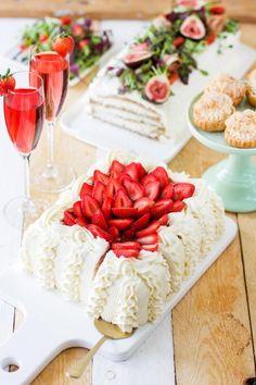 Mansikka-raparperipiirakka - Pullahiiren leivontanurkka Garlic Knots, Rocky Road, Oreo, Table Decorations, Dinner Table Decorations