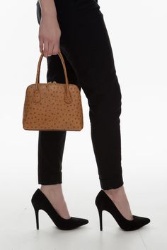 The mini Aine is the baby sister to Brianna and Juno. Structured Handbags, Designer Leather Handbags, Ladies Handbags, Baby Sister, Italian Leather, Irish, Pouch, Lady, Handmade