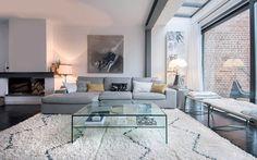 Découvrez l'intérieur moderne et cosy de la maison de la décoratrice d'intérieur, Charlotte Bayart...