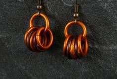 *Diese Ohrringe bestehen aus anodisierten Aluminiumringen. Die Ringe sind wunderbar leicht und angenehm im Ohr zu tragen. Sehr hochwertiger, feine...