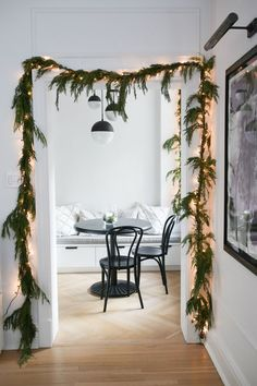 How To Hang A Garland -All my Christmas decor dreams came true this year when I finally hung garland around my door frames. It was my first time and I didn't really know what I was doing, so when Conor's mom … Diy Christmas Garland, Decoration Christmas, Xmas Decorations, Christmas Lights, Holiday Decorating, Scandinavian Christmas Decorations, Advent Wreaths, Decorating Ideas, Christmas Tables