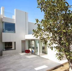 Modern Villa Di Gioia by Pedone Working, Italy