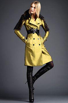 Burberry Prorsum Pre-Fall 2011 Fashion Show - Lisanne De Jong Fashion Week, Runway Fashion, Fashion Show, Womens Fashion, Fashion Poses, High Fashion, Burberry Coat, Burberry Prorsum, Langer Mantel