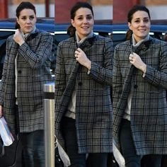 While Meghan & Harry were in Nottingham HRH The Duchess of Cambridge was spotted arriving at Kings Cross station, London. via ✨ @padgram ✨(http://dl.padgram.com)
