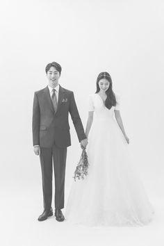 KOREAN WEDDING C-025 REYOO STUDIO : korea wedding pledge Pre Wedding Poses, Wedding Couple Poses, Wedding Couples, Korean Wedding Photography, Couple Photography Poses, Marriage Couple, Couple Picture Poses, Wedding Photoshoot, Wedding Portraits