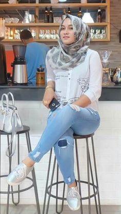 Pin Image by Celebrity Good Beautiful Muslim Women, Beautiful Hijab, Beautiful Asian Girls, Big Fashion, Hijab Fashion, Womens Fashion, Beauty Full Girl, Beauty Women, Hijab Jeans
