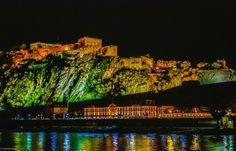 Auch wenn das hier wie Athen bei Nacht aussieht, so handelt es sich doch um Rheinland-Pfalz. Das ist die Landesfestung Ehrenbreitstein, die im 16. Jahrhundert über Koblenz errichtet wurde.