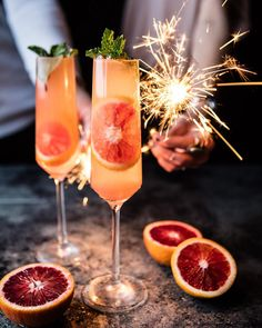 Champagne cocktails are always popular for Sunday brunch or any kinds of celebrations. 25 Champagne Cocktails for Celebrating with F. Christmas Drinks, Holiday Drinks, Party Drinks, Fun Drinks, Alcoholic Drinks, Beverages, Food And Drinks, Martini Party, Nye Party