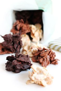 6 lækre og nemme konfektopskrifter – En Madblog Snack Recipes, Snacks, Christmas Goodies, Yummy Treats, Stuffed Mushrooms, Deserts, Ice Cream, Sweets, Chocolate