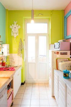 Kitchen room design home design interior design Bright Kitchens, Home Kitchens, Colorful Kitchens, Galley Kitchens, Yellow Kitchens, Colorful Houses, Retro Kitchens, Small Kitchens, Interior Design Kitchen