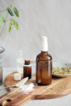 DIY: Dry Shampoo Spray How To Train Your Hair | http://hellonatural.co/diy-dry-shampoo-spray-how-to-train-your-hair/