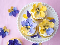 How to make gum paste pansies • CakeJournal.com
