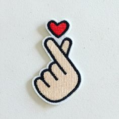 Korean Finger Heart Iron-On Patch Saranghae Heart Badge Love Cute Patches, Diy Patches, Pin And Patches, Iron On Patches, Embroidery Patches, Diy Embroidery, Embroidery Designs, Finger Heart, Patch Design