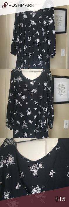 Long sleeved B&W floral blouse This flowy top looks great with white jeans and heels for a summer date night. Lightweight enough for the heat with the long sleeves giving some coverage for those sunburned shoulders or for a breezy beachside dinner. Pull-over, sleeves have a slight elastic cuff making it easy to push them up. Back is cut slightly lower than the front but a regular bra still works! Billabong Tops Blouses