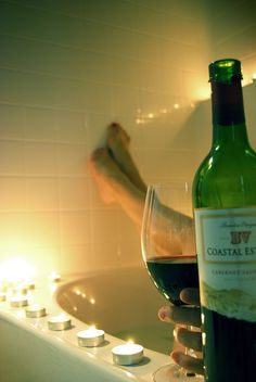 a bath and a glass of wine: perfect relax moment! Cheers, No Time For Me, Just For You, Wine Candles, Champagne, Woman Wine, Wellness, In Vino Veritas, Wine Cheese