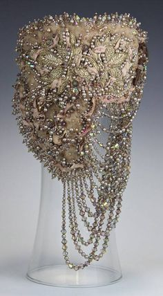 This is a collar by Diane Hyde I believe.