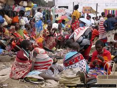 The Maasai Market in Nairobi, Kenya - What an experience! Think you can get a good deal? Paises Da Africa, Out Of Africa, East Africa, Nairobi City, Kenya Nairobi, Gs World, Vintage Safari, Kenya Travel, World Thinking Day
