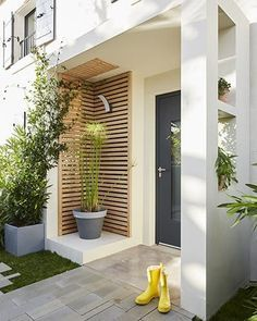 Entrance Decor, House Entrance, Front Door Design, House Siding, Patio, Mid Century Modern Design, House Painting, Interior Decorating, New Homes