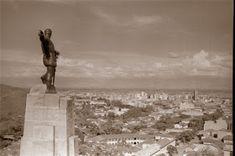 Educación, taco, gambeta y rabona: TRANSFORMACIÓN HISTÓRICA DE CALI (Fotos) Paris Skyline, History, Places, Movie Posters, Taco, Travel, Outdoor, Buenaventura, Cartagena