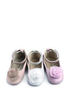 7e705a74a40 Παπουτσάκια : Βαπτιστικό παπουτσάκι για κορίτσι Δερμάτινη Μπαλαρίνα Μπαρέτα  Αστράγαλος Με Chiffon Καμέλια - Babywalker Παπουτσάκι MI 1556