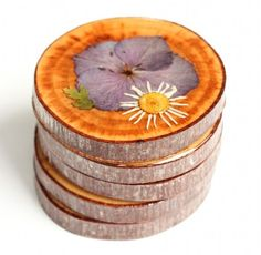 Flatten your mom's favorite blooms and preserve them on wood slices with resin to make these meadow-. - The Crafted Life ------- Gonna try this but without the wood slices. I prefer a more colorful background. Diy Holiday Gifts, Diy Gifts, Christmas Diy, Homemade Christmas, Christmas Presents, Glue Crafts, Resin Crafts, Resin Art, Diy Fleur