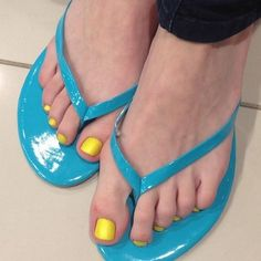 Yellow Feet Care, Bellisima, Flip Flops, Feminine, Style Inspiration, Fashion Outfits, Sandals, Yellow, Beautiful